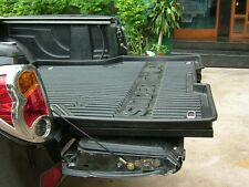 Sliding tray (bed slide) for UTE tub (pick-up bed)