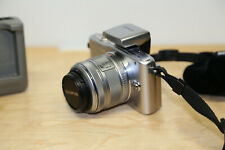 Olympus PEN E-PM1 12.3MP Digitalkamera - Silber (Kit mit AF 14-42 mm Objektiv)