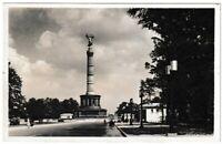 """Ansichtskarte Berlin - """"Blick auf die Siegessäule"""" mit Autos/Bus - schwarz/weiß"""