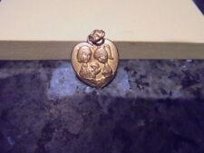 belle  medaille en forme de coeur des amoureux de peynet