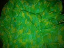 Seidenschal 106x82 cm aus 100% Seide, grüne Töne
