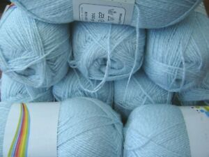 Huge lot of quality soft  double knitting yarn baby blue/white twist 10 x 100g