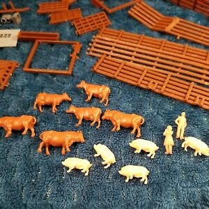 LOT HO Accessories poles signs Farm animals fence cows pigs people more