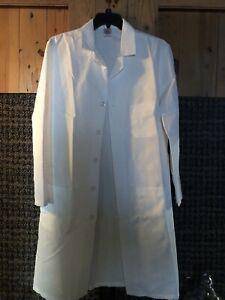 New RED KAP SOLID WHITE V-NECK LONG SLEEVE BUTTON FRnt LAB COAT SZ 42REG RN15220