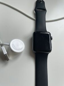 Apple Watch Series 3 42mm - GPS WiFi - Space Grey with Black Sports Band