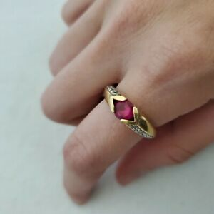 VTG Costume Jewelry Ruby Red Stone Vintage Setting Gold Band Diamond Accents