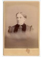 ANTIQUE CAB PHOTO OF A LADY W/ BEAUTIFUL PIN/BROACH STUDIO PORTRAIT
