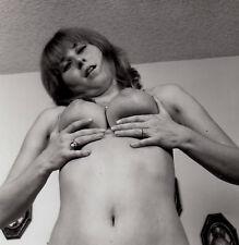"""NUDE WOMAN PRESENTING BIG BOOBS / NACKTE BRÜSTE * Vintage 60s US Photo """"L"""""""