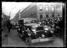 Glas-Negativ-Berlin-Militärparade-PKW-KfZ-Automobile-Gebäude-Architektur-
