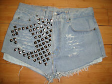 NEW VINTAGE LEVIS 520  HIGH WAISTED CUT OFF STUDDED JEANS  SHORTS  SIZE 32