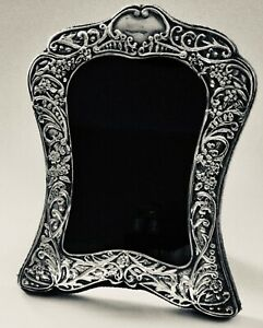 1992 HALLMARKED REPOUSSE SILVER PHOTO FRAME BY CARRS OF SHEFFIELD