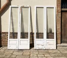 vecchia porta finestra da balcone vetrata bugnata a due ante in legno massello