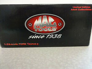 Mac Tools 1998 Revell Collection 1:24 Ford Taurus