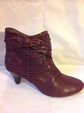 Clarks Maroon Ankle Leather Boots Size 6D