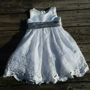 Little girl's formal white dress with gray sash, size 4T, beautiful. Preowned