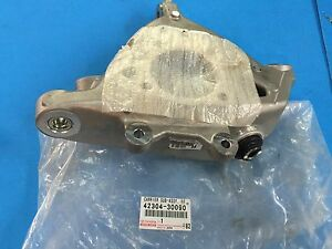 GENUINE LEXUS IS-F IS250 IS350 GS430 REAR RIGHT SUSPENSION KNUCKLE 42304-30110