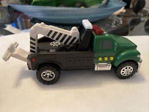 "2009 Hasbro Tonka Tow Truck w/ Lights Sounds Battery Operated 6 1/2"" Wrecker"