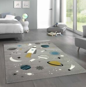 Kinderteppich Weltraum Lernteppich mit Raumschiff Sternen und Planeten in Grau