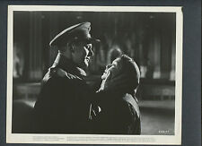 JANE WYMAN + VAN JOHNSON KISS - 1956 MIRACLE IN THE RAIN RUDOLPH MATE DIRECTED