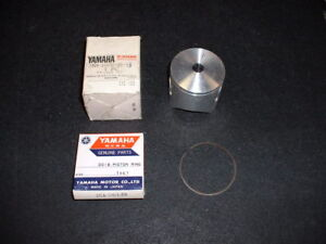 NOS 1981 Yamaha YZ125 Piston and Rings,  3N8-11631-10-94,  Standard Size
