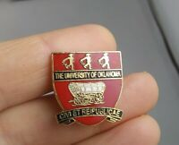Vintage University of Oklahoma Wagon Crest Style pin pinback button *QQ5