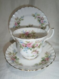 """VINTAGE ROYAL ALBERT CUP SAUCER & PLATE TRIO -  FLORAL """" OLD COUNTRY ROSES """""""