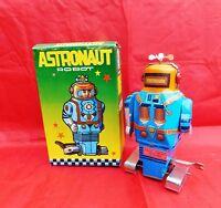 Jouet de l'Espace. Robot ASTRONAUT bleu tête orange. Hauteur 16 cm.  CHINE