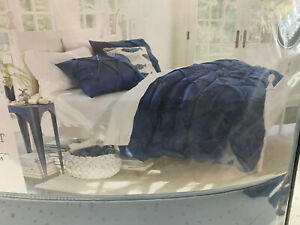 Threshold King Size 3 Piece Comforter Set with Two Shams Navy Blue 108 X 94 in
