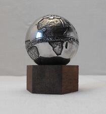 Rare Mappemonde, globe terrestre, presse papier, Chemical Bank, 1,225 kg. Metal