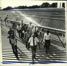 1981 Press Photo Group touring Wagner College's solar energy project - sia09892
