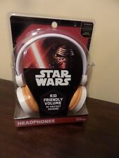 DISNEY STAR WARS STEREO HEADPHONES W/RETRACTABLE WIRE NEW IN PACKAGE