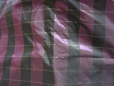 tissu toile  taffetas carreaux tons de  prune en 140 de large au mètre