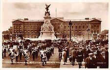 B89697 victoria memorial buckingham palace and guards london military    uk