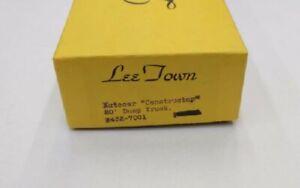 "Lee Town 432-7001 HO Scale Autocar ""Constructor"" 20' Dump Truck"