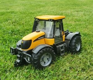 Brudar JCB Fastrac toy model tractor 1:16 yellow