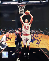 PJ Brown Autographed / Signed 8x10 Photo