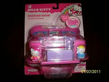 BRAND NEW! HELLO KITTY COOKING SHOW CARRY ALONG PLAYSET!