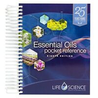 8th Edition Essential Oils Pocket Reference - Black & White (2019 Paperback)