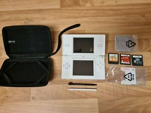 Nintendo DS Lite - carry case / 3 games / 2 stylus' / 2 screen protectors