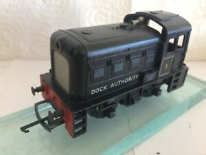 TRIANG TC R253 DIESEL No 5 DOCK AUTHORITY BLACK SHUNTER & LIGHT tension coupling