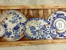 Blue China Plates With Beadboard Background Wallpaper Border