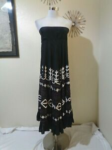 MEENA MAHAL BLACK MODAL & WHITE/MAROON FLORAL EMBROIDERED TIERED STRAPLESS DRESS