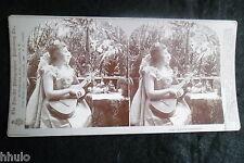 STA662 Scene de genre femme guitare arbres STEREO albumen Photography Stereoview