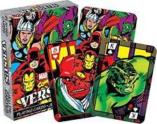 Marvel Versus Comic jugando a las cartas de cubierta