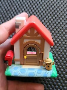 """Nintendo Animal Crossing Figure """"Let's Make a Forest"""" 2001 RED SMALL HOUSE"""