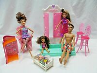 Mixed Lot of 5 Dolls & 7 Pieces of Plastic Furniture Barbie Ken Articulated