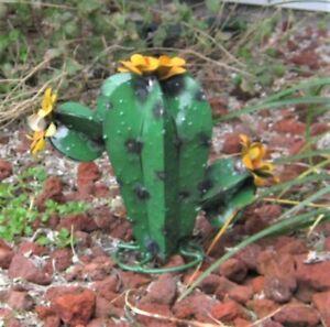 "METAL YARD ART CHUBBY SAGUARO CACTUS YELLOW FLOWERS SCULPTURE DARK GREEN 9"""