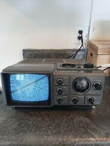 Vintage Magnavox 1982 Portable TV- AM/FM Radio E60846 Gray (Works)