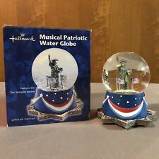Hallmark Statue Of Liberty Musical Snow Globe