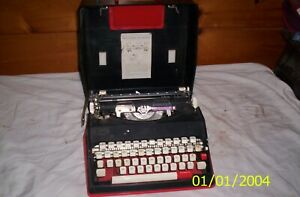 Sears and Roebuck Manual 1 Typewriter Model Number 161.52610 with case